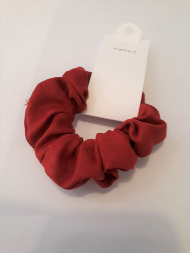 NKFACC-OSSA Scrunchie Jester Red